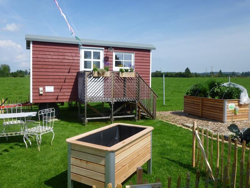 Wolfgang Huchler baut Tiny House. Gartenhaus auf Räder.