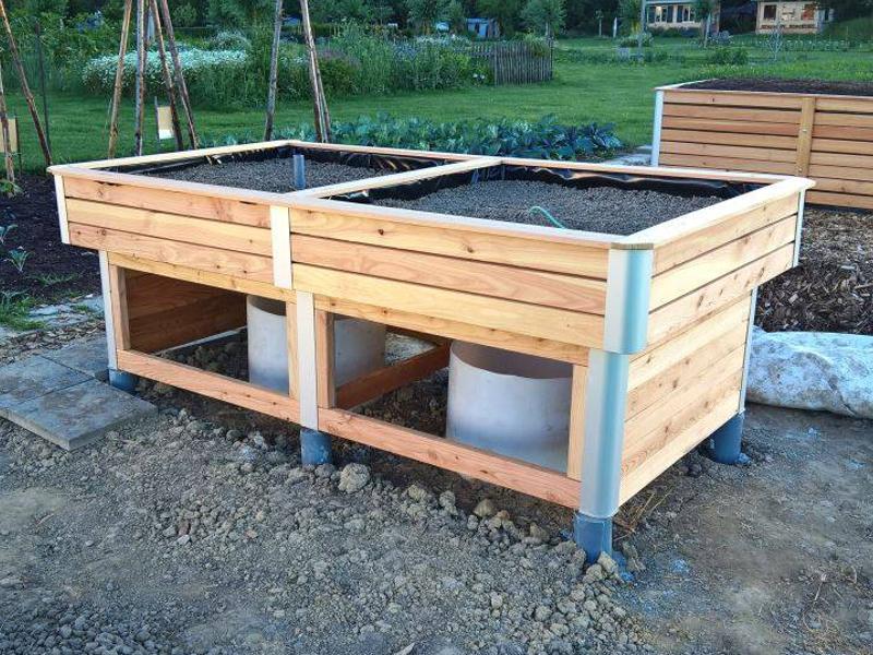 Hochbeet mit Wassertank